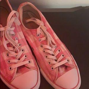 Pink checkered converse
